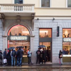 7992dec1 c2ec 44e2 b7ee 2fa856086bf2 1 250x250 - Nuovo concept store di Rinaldini a Milano