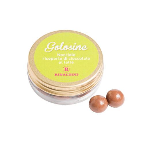 Golosine - nocciole ricoperte di cioccolato al latte